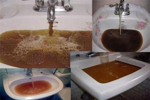 水管里流出来的水看起来很干净,自来水管用不用清洗.jpg